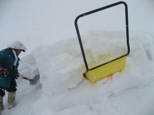 雪下ろし、ジーチャンも奮闘