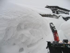 どこを見ても雪の壁!