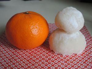 ムスメ1が作った雪だるま・・・いや鏡餅
