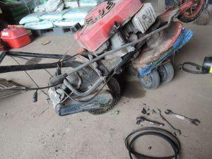 草刈り機修理中