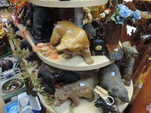 木彫りの熊がいっぱい!