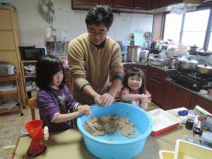 親子で味噌造り、疲れた・・・