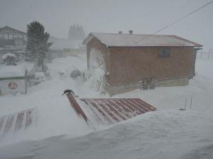 猛吹雪吹き荒れる
